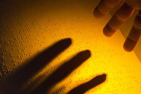 braille: Un libro escrito en Braille. Braille para ciegos.