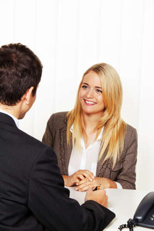 entrevista de trabajo: Consulta. Consulta y debate con los consultores y los clientes.