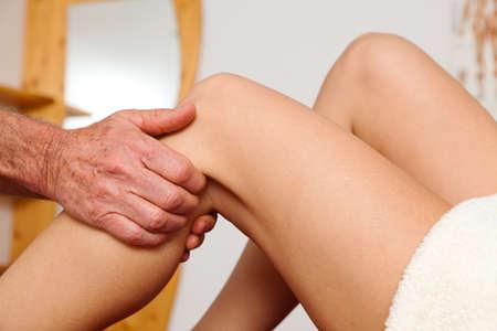 orthopaedics: Relajaci�n, la paz y el bienestar a trav�s de masaje. Drenaje linf�tico Foto de archivo