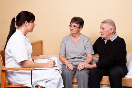 pacientes: Cuidado de los familiares de un paciente por un psic�logo Foto de archivo