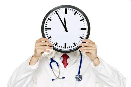 Ein Arzt in Schwierigkeiten mit Uhr vor des Kopfes. Arbeiten in Kranklenhaus. Lizenzfreie Bilder
