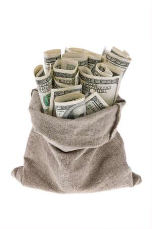cash: Muchos billetes en una bolsa sobre un fondo blanco
