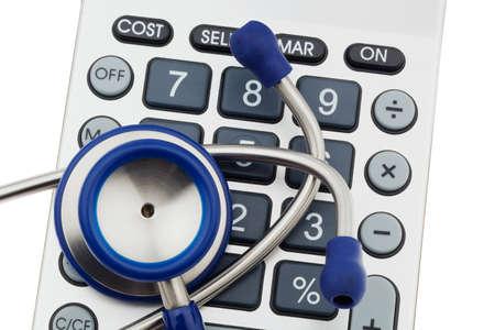 generic drugs: Uno stetoscopio � situato su una calcolatrice. Costi sanitari