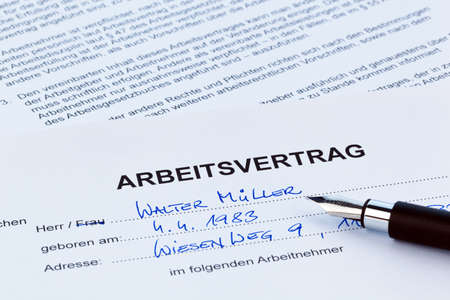 The employment of an employee with the employer. (In German) photo