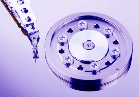 ordinateur: The hard disk of a computer isolated on white background