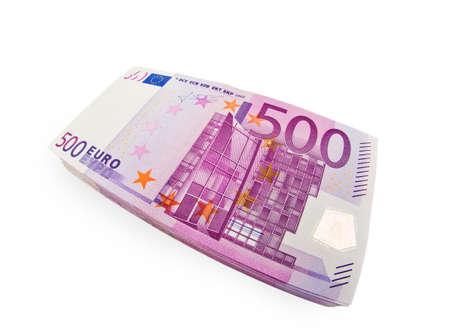 mucho dinero:  500 billetes son un montón de dinero en una pila. Aisladas sobre fondo blanco. Foto de archivo