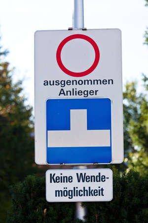 residents: other than street fahrvebot residents. dead end with no turning space
