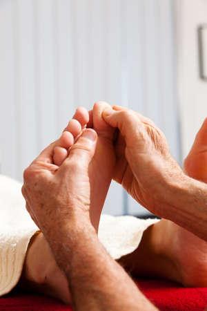 Entspannung, Ruhe und Wohlbefinden durch Massage. Fu�reflexzonenmassage