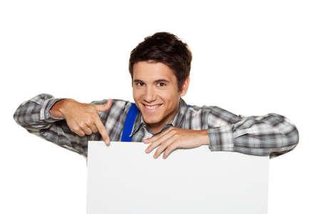 een ambachtsman met een lege plaat in de voorzijde van witte achtergrond Stockfoto