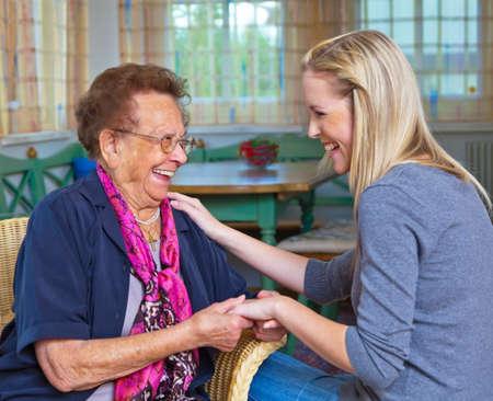 duymak: a grandson to visit his grandmother. listen to the conversation. Stok Fotoğraf