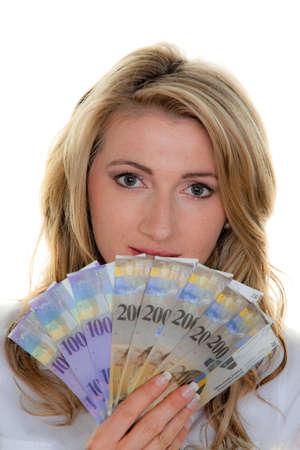 frank szwajcarski: kobieta z banknotów szwajcarskich frankach. Stabilna waluta w czasie kryzysu Zdjęcie Seryjne