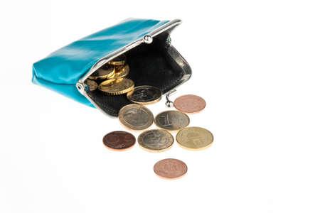 una cartera con billetes y monedas euros. contra un fondo blanco Foto de archivo