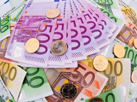 dinero euros: billetes en euros de muchos de la Uni�n Europea. foto s�mbolo de la riqueza Foto de archivo