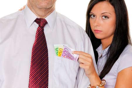 soldi euro: giovane donna tira un uomo dalla sua paghetta. euro