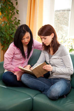 peoplesoft: two young, write their thoughts in a diary Stock Photo