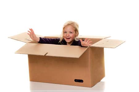 trasloco: bambino in movimento box. se il passaggio al box. Archivio Fotografico