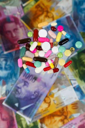 frank szwajcarski: Frank szwajcarski i tabletki jako symbol kosztów opieki zdrowotnej