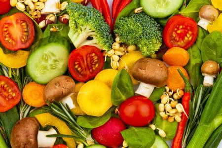 hipertension: un coraz�n hecho de vegetales. foto de icono en la dieta, la p�rdida de peso y la dieta saludable. Foto de archivo