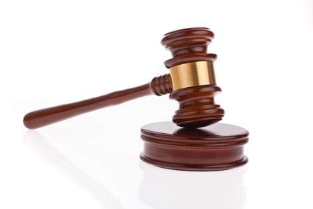 giurisprudenza: un martello giudice o asta martello isolato su uno sfondo bianco Archivio Fotografico