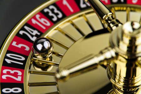 cilindro di un gioco della roulette di fortuna con la palla
