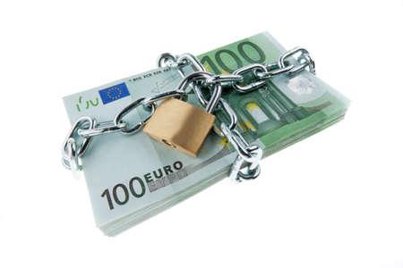 Euro-Banknoten mit einem Schloss und Kette Haufen Geld f�r die Sicherheit und Investitionen