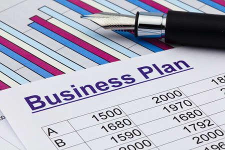 Der Businessplan für ein Unternehmen oder Niederlassung planen eine junge Unternehmer