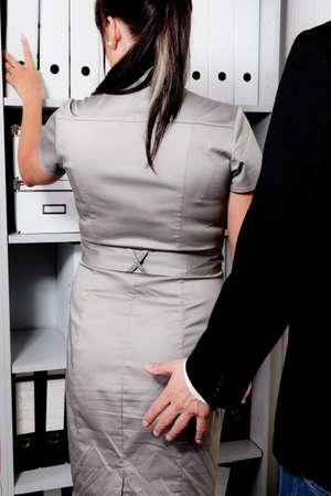 el acoso sexual de las mujeres en el trabajo en la oficina Foto de archivo - 13599247