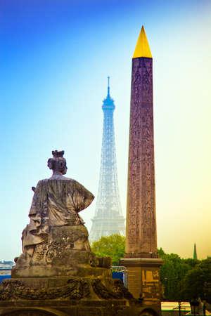 la tour eiffel: paris, france  place de la concorde  obelisk and the eiffel tower, the landmark of the city  Stock Photo
