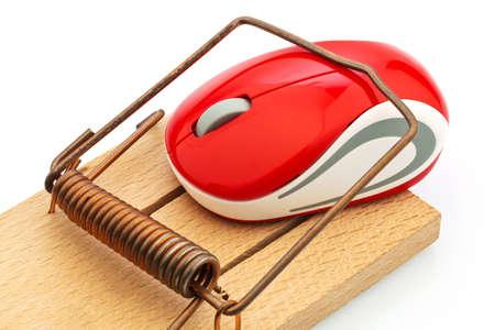 edv: il mouse di un computer in una foto trappola per topi rappresentativa dei costi degli eventi, trappola del debito e tariffe di roaming Archivio Fotografico
