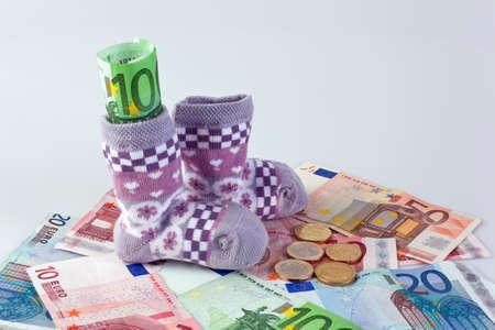 billets euros: les enfants s des chaussettes et des billets en euros les indemnit�s et subventions