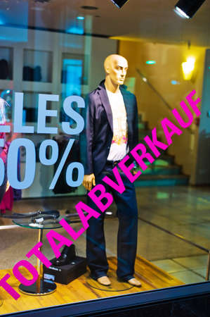 dissolution: in a shop for clothing of the total sale has begun