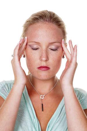 akupressur: Eine junge Frau hat Kopfschmerzen und Migr�ne Akupressur-Therapie