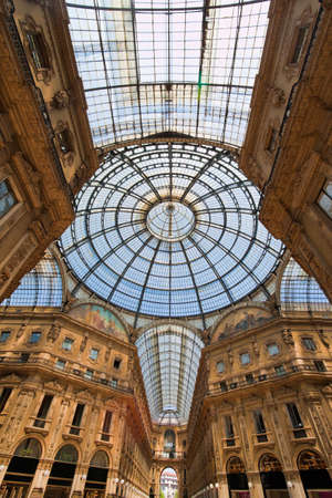 immobilien: shopping center galleria vittorio emanuele in milan, italy  lombardy