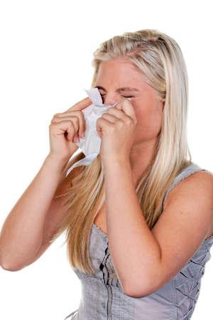 estornudo: mujer con fiebre del heno alergias y el pañuelo