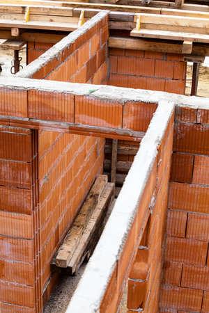viviendas: una concha en la construcci�n s�lida de una vivienda unifamiliar
