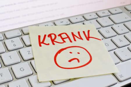 een memo is op het toetsenbord van een computer als een herinnering zieke