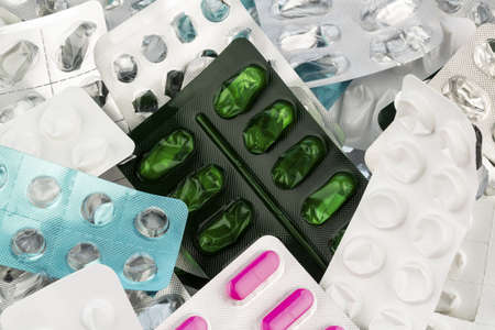 medizin: tablets in blister pack, photo icon for health, medicine and pill addiction