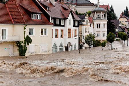 stark: Hochwasser und �berschwemmungen die Stra�en in Steyr, �sterreich Lizenzfreie Bilder