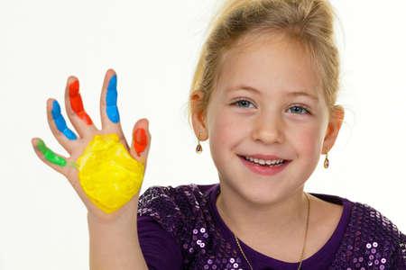 joie: ein kleines Kind mit Fingerfarben Farben lustiger und kreativer Lizenzfreie Bilder