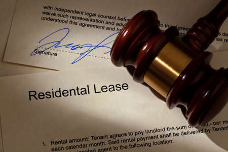 tenant: the key to an apartment and a lease in german