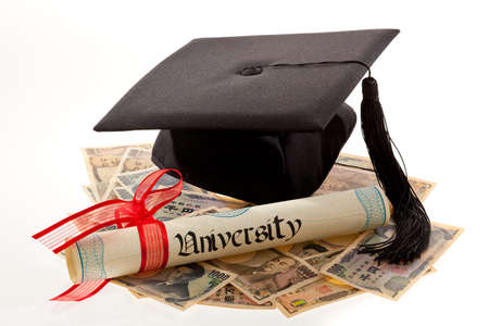 yen: mortar board and the yen  symbolic photo for education expenses in japan