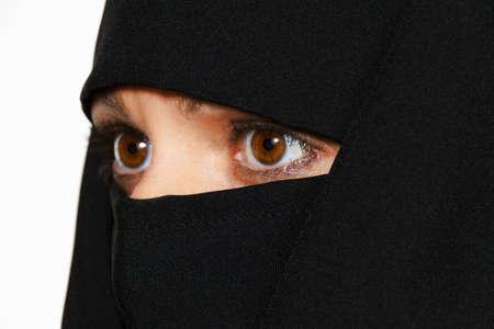 femmes muslim: Symbolfoto islam les femmes musulmanes portant la burqa est voil� Banque d'images