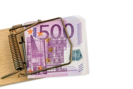 billets euro: de nombreux billets de banque en euros en souricière photo symbolique pour la dette et le crédit