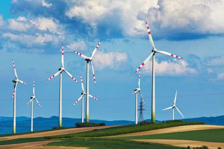 Turbina wiatrowa o mocy wiatrowych produkcji roślin alternatywnych i zrównoważonej energii dla wytwarzania energii Zdjęcie Seryjne