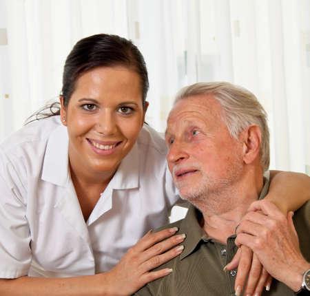 socially: a nurse in elderly care for seniors in nursing homes Stock Photo