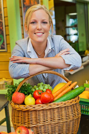 the biosphere: a young woman buying fruits and vegetables at a weekly market  fresh and healthy diet  Stock Photo