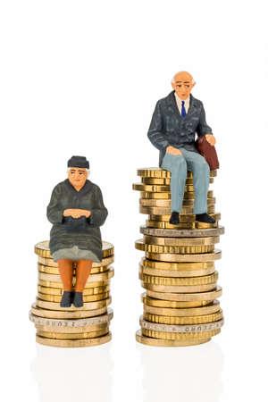 discriminacion: jubilados y pensionistas en los diferentes niveles de las pilas de dinero