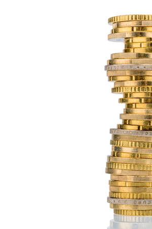 Stapel M�nzen vor wei�em Hintergrund. Symbolfoto f�r Steuern, Geb�hren und Kosten Lizenzfreie Bilder