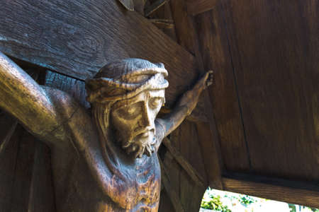 viernes santo: la crucifixi�n de Jesucristo en la cruz de una tumba