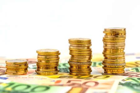 stapel munten, stijgende curve, symbool foto voor het verhogen van de winst en de stijgende kosten Stockfoto